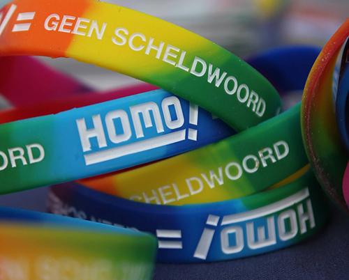 polsbandje homo is geen scheldwoord